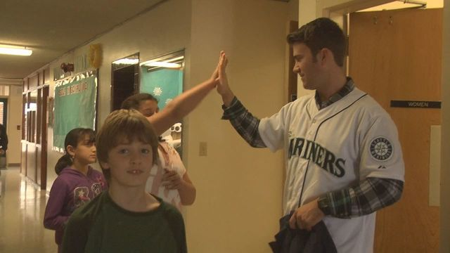 Mariners Player Visits Students