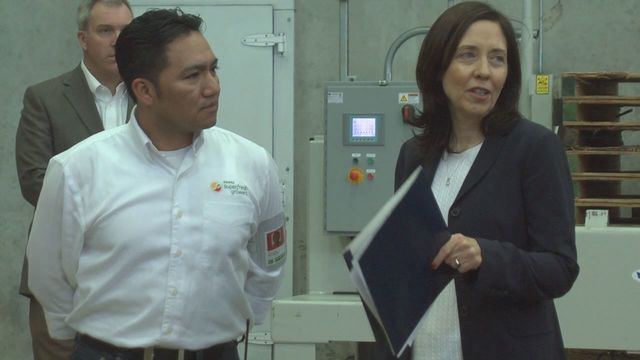 Senator Cantwell Visits Region's Growers and Packers