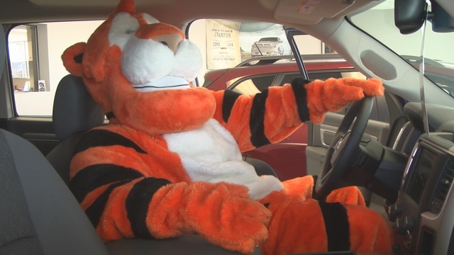 """Tom the Tiger"" Food Drive Underway in Hermiston"