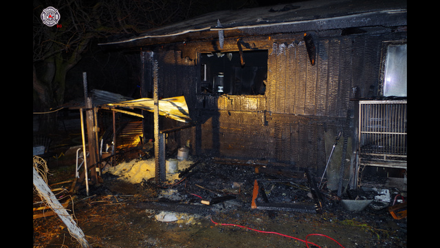 Heat lamps spark fire at West Valley home
