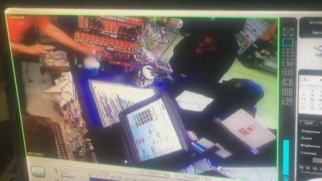 Two Yakima convenience stores robbed overnight