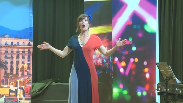 Seattle Opera group visits elementary school students